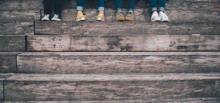 tři typy džínů