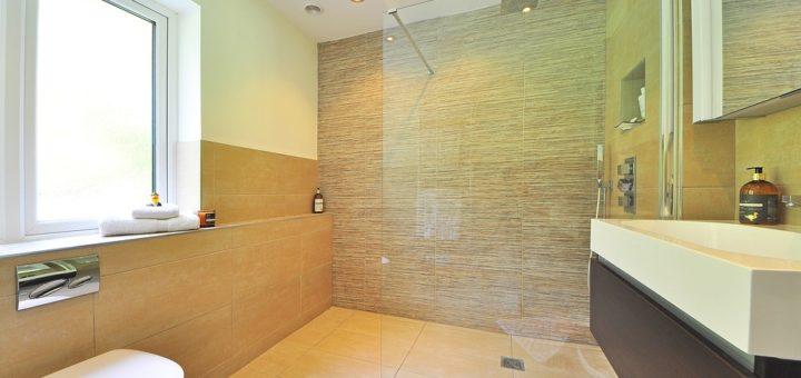 Čistý sprchový kout